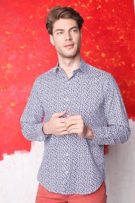 Camasa casual croita cu tipar clasic, realizata din tesatura cu compozitie mixta de bumbac si elastan